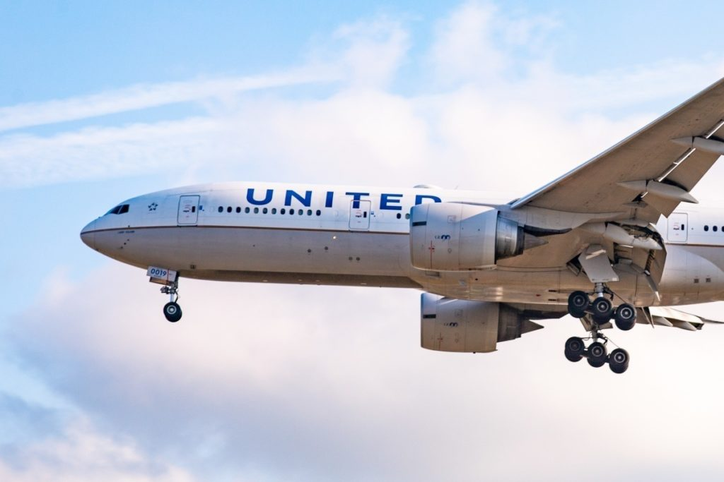 United Airlines Raise To Fight Against Watching Porn In Flight